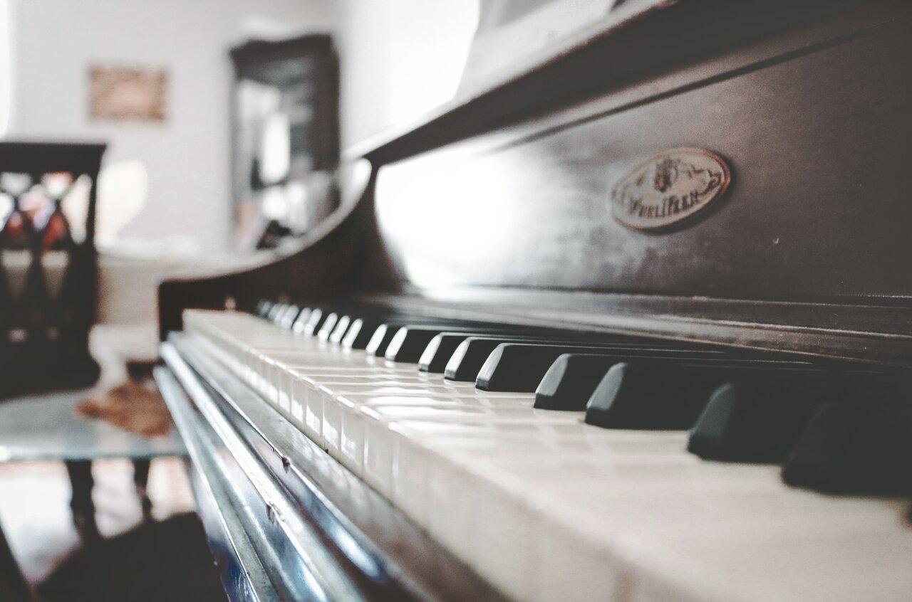 Piano moving service in California